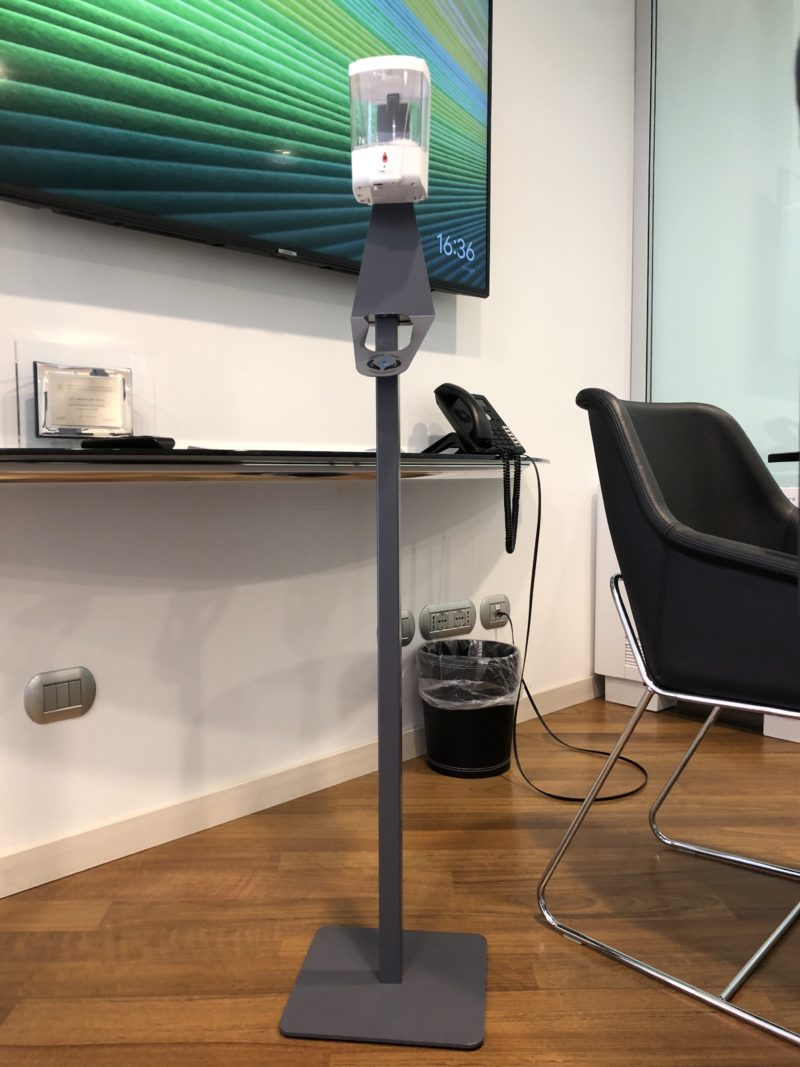 dispenser gel automatico a colonna personalizzabile BRENTA